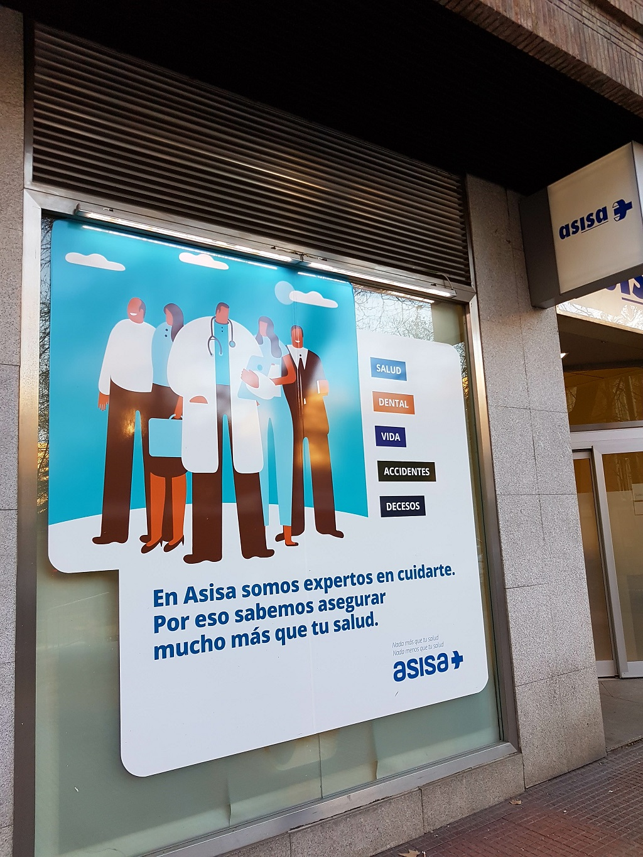 Ejemplo de publicidad en escaparates de Asisa-Seguros