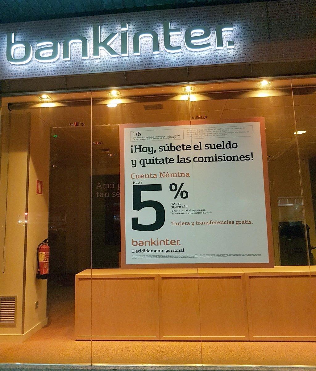 Ejemplo de publicidad en escaparates de Bankinter-Cuenta-Nomina