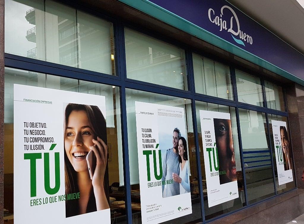 Ejemplo de publicidad en escaparates de Caja-Duero-Financiacion
