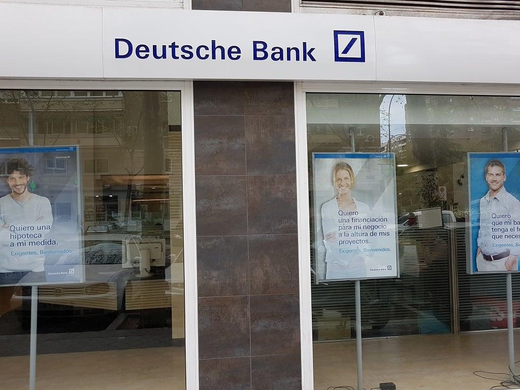 Ejemplo de publicidad en escaparates de Deutsche-Bank-Hipoteca-Financiacion