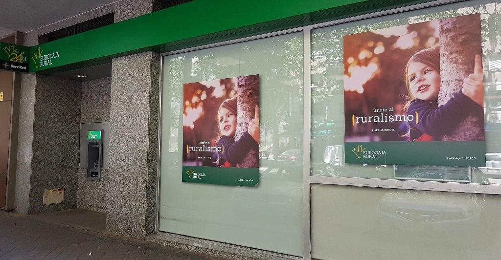 Ejemplo de publicidad en escaparates de Eurocaja-rural-Ruralismo