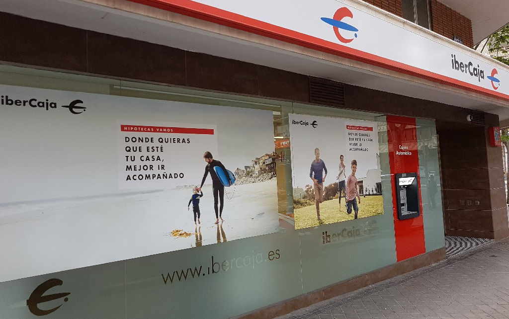 Ejemplo de publicidad en escaparates de Ibercaja-Hipoteca