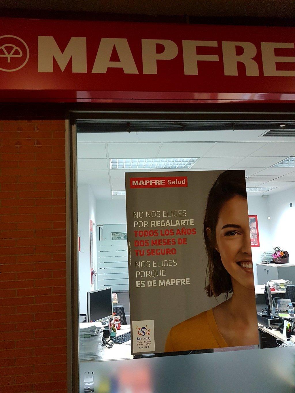 Ejemplo de publicidad en escaparates de Mapfre-Seguro-Salud