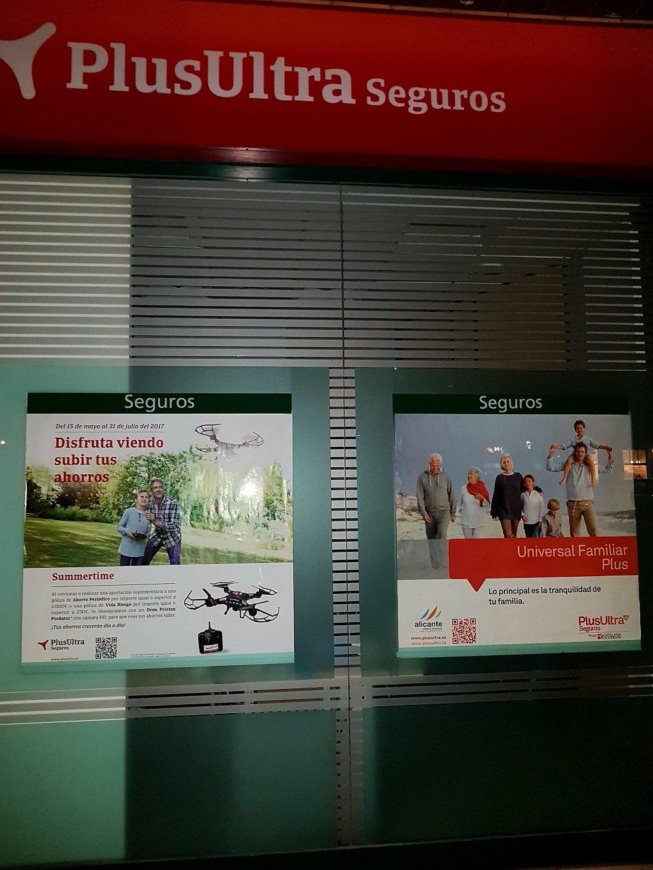 Ejemplo de publicidad en escaparates de PlusUltra-Seguros-Vida-Ahorro