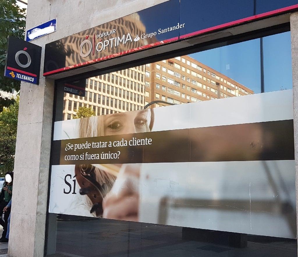 Ejemplo de publicidad en escaparates de Popular-Optima-Cliente