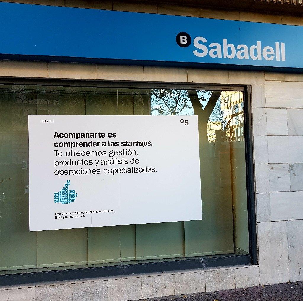 Ejemplo de publicidad en escaparates de Sabadell-Startups