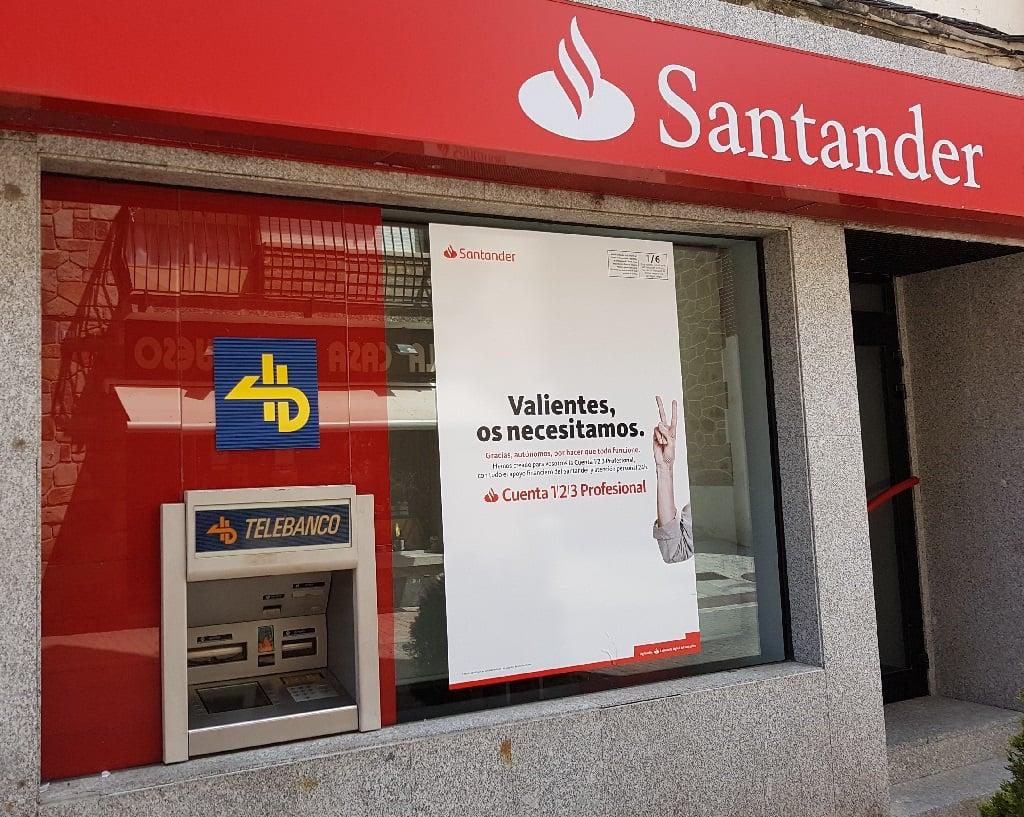 Ejemplo de publicidad en escaparates de Santander-Cuenta-Profesional