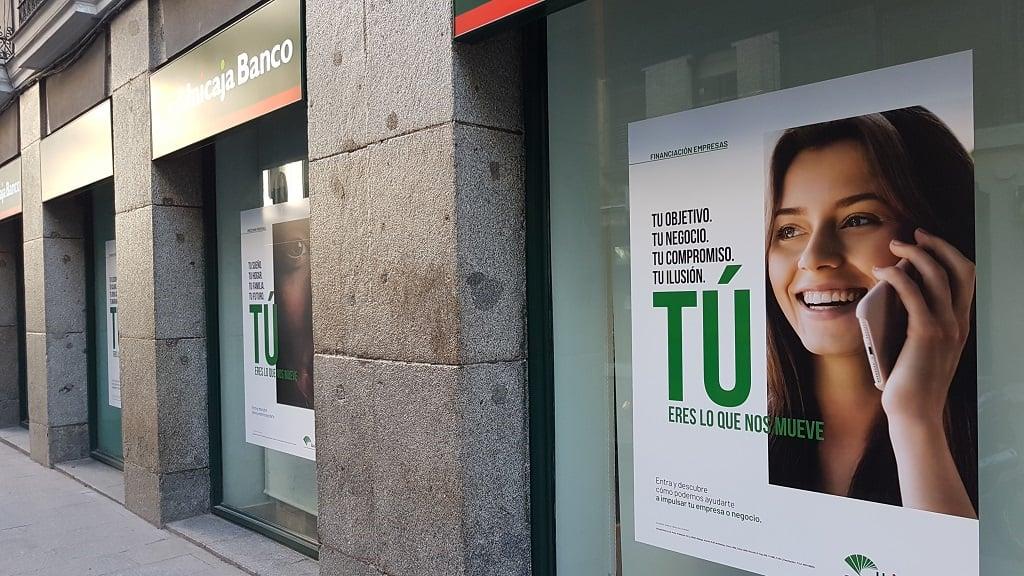Ejemplo de publicidad en escaparates de Unicaja-Financiacion
