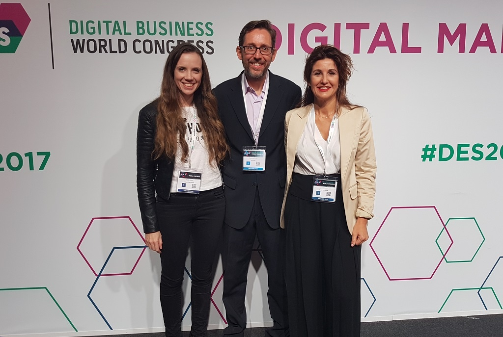 Fernando Rivero con Sarah Moore y Eva Ivars en el Digital Marketing Planet